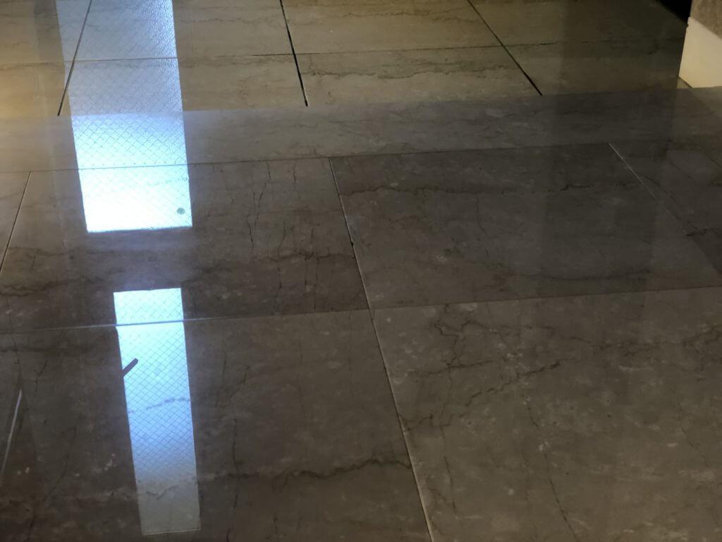マンションの玄関の大理石研磨