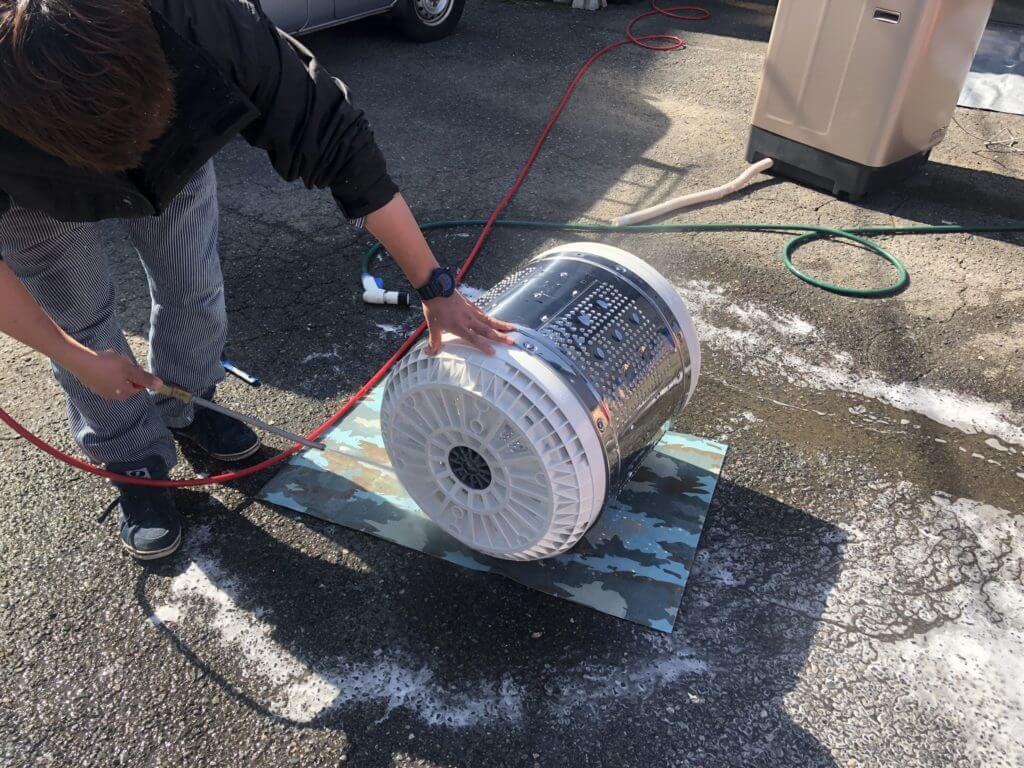 高圧洗浄による洗濯機のドラム部分の掃除