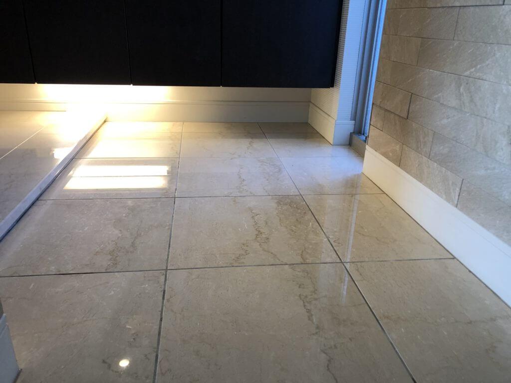 玄関アプローチの大理石研磨