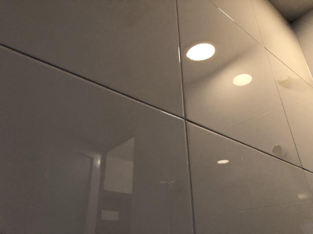 浴室の壁の水垢