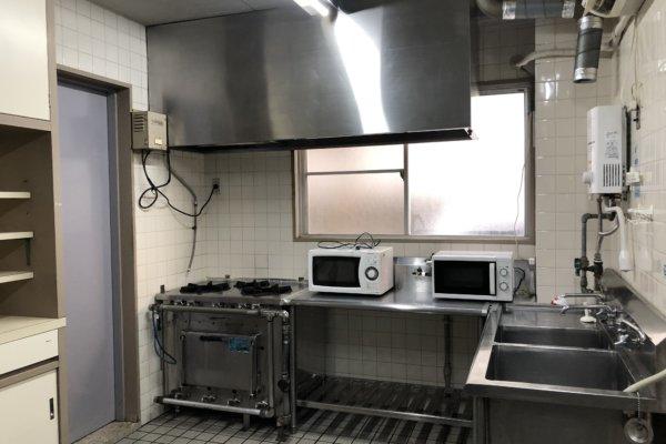 民泊施設のキッチン掃除