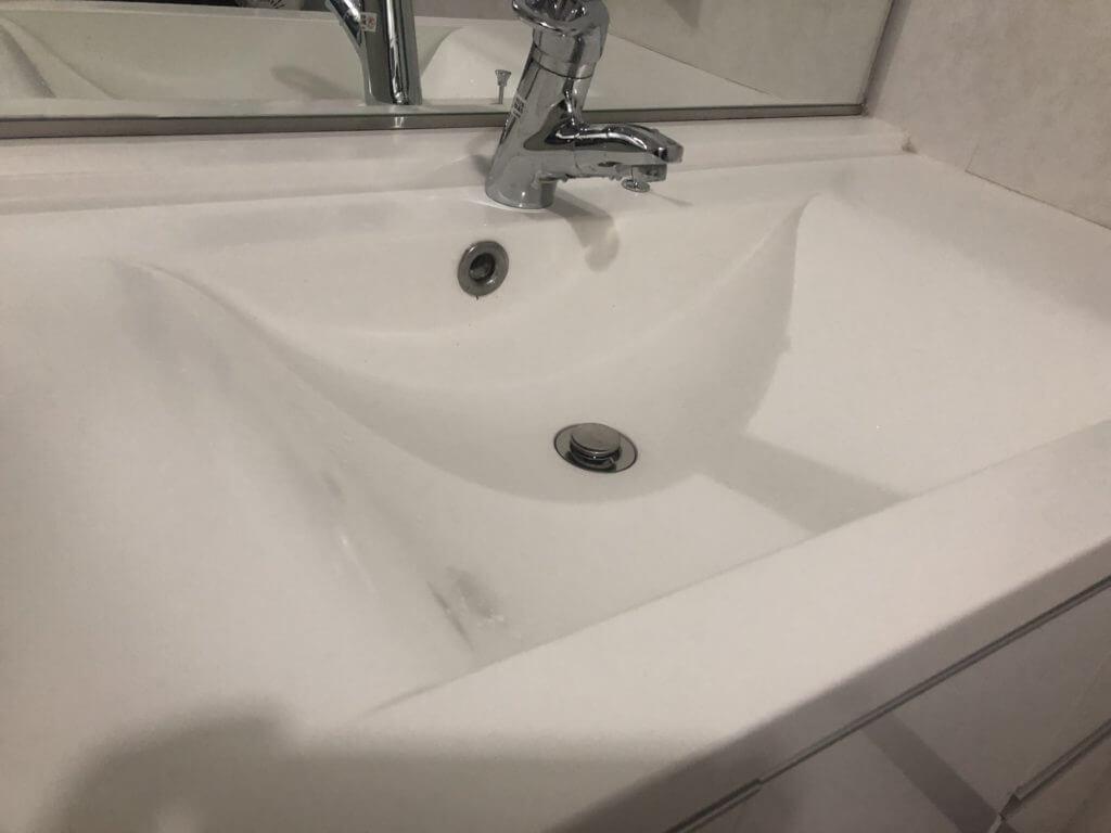 マットな感じの人工大理石の洗面台