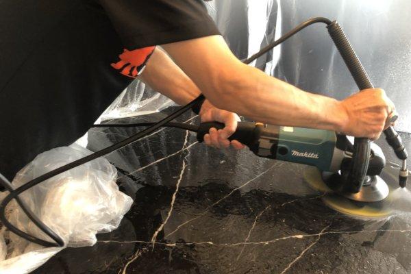 大理石のテーブル研磨