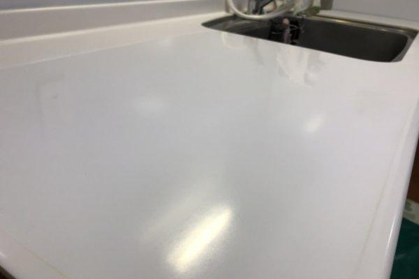 キッチンの天板(包丁の傷跡)人工大理石の研磨作業