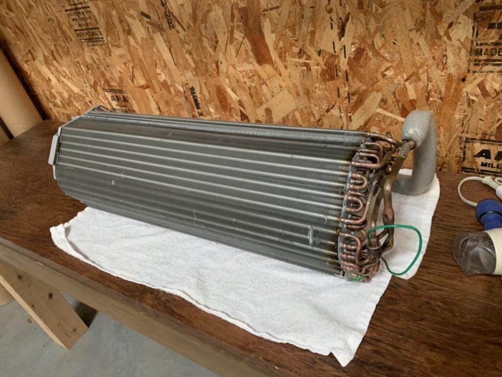 持ち帰ったエアコンの熱交換器